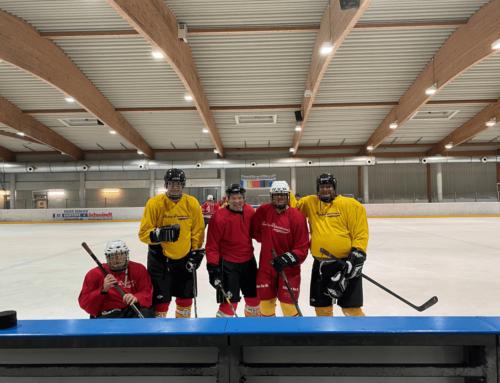 Düsseldorfer Jonges beim Eishockeytraining der DEG